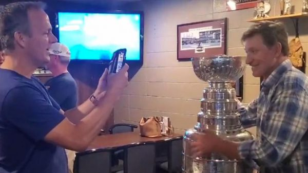 Lightning coach Cooper takes pictures of Gretzky with Stanley Cup